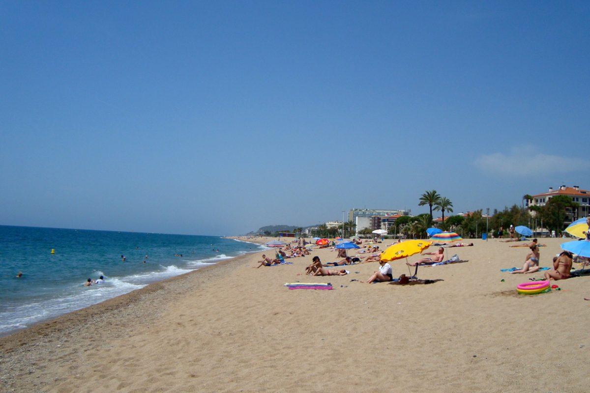 Пляж в Пинеда-де-Мар, Барселона, Испания