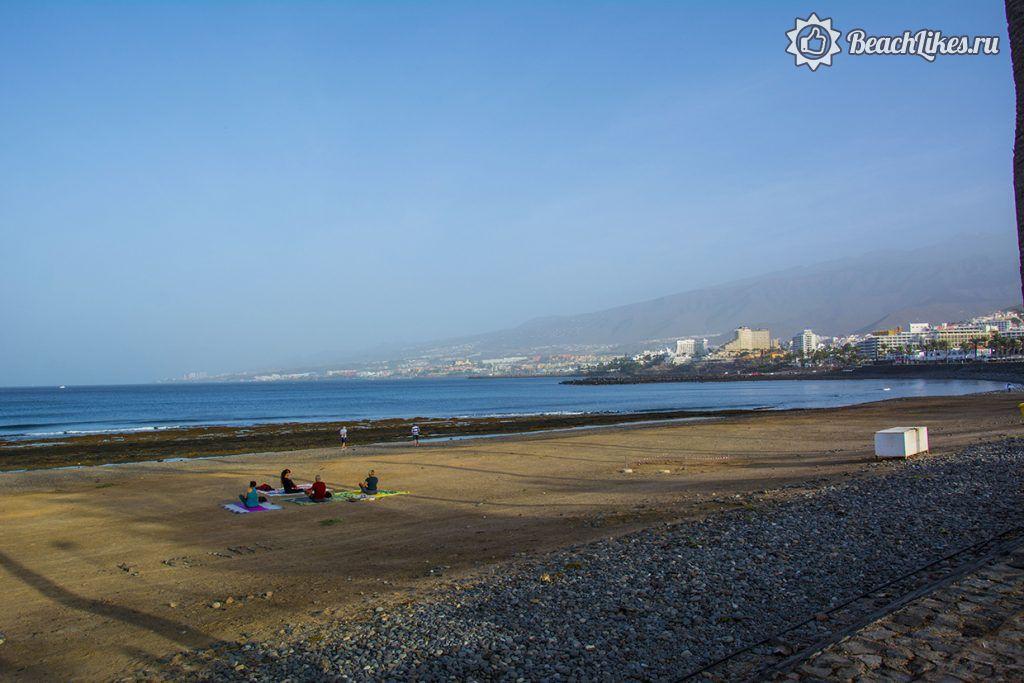 Главный пляж Плайя де лас Америкас на острове Тенерифе