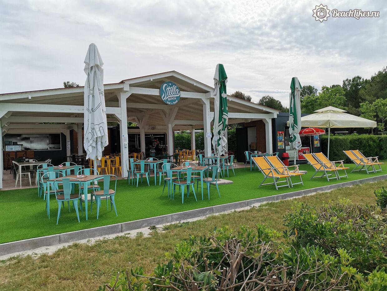 Пляжный бар в Пуле