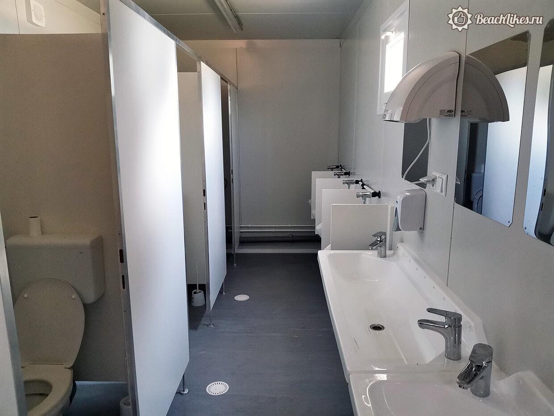 Туалет на пляже в Пуле