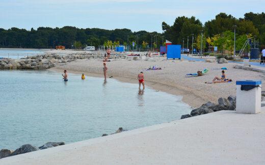Пляж Виле около города Пула