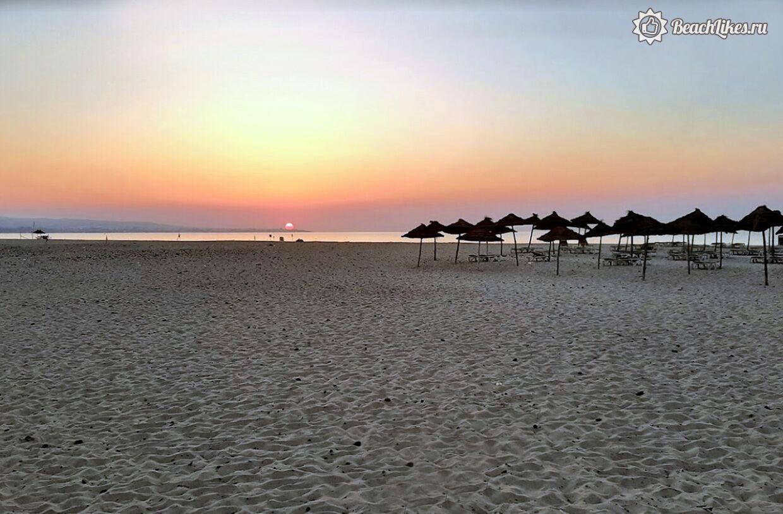 Настоящее фото пляжа отеля Occidental Marco Polo Хаммамет Тунис