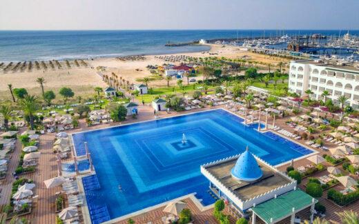 Пляж отеля Occidental Marco Polo на курорте Хаммамет в Тунисе